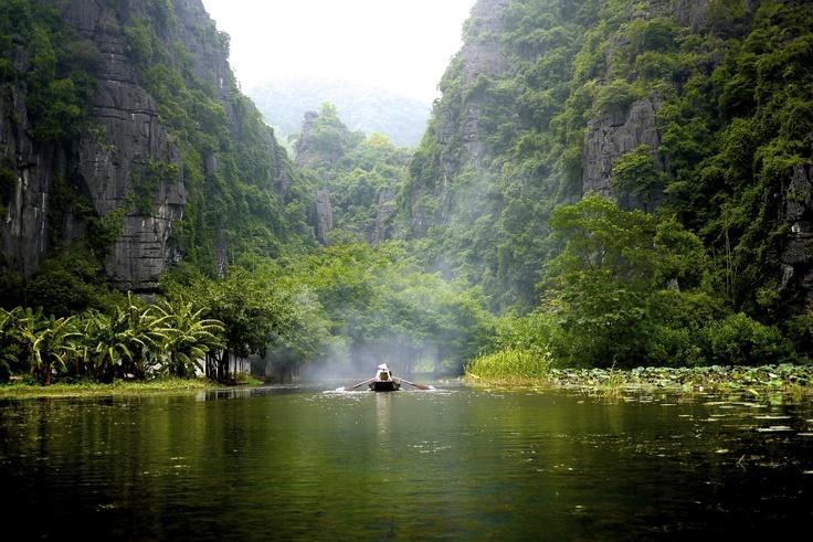 Tam Coc, Vietnam http://viaggivietnam.asiatica.com/