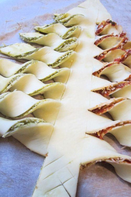 Un sapin #apéritif pour #Noël ! Vous aurez besoin de deux pâtes feuilletées et de la garniture de votre choix ! Un sapin qui peut aussi être utilisé en dessert avec une garniture au #chocolat par exemple...: