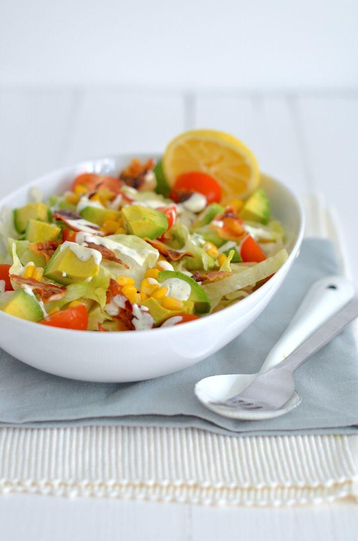 Superlekkere BLT (Bacon, Lettuce, Tomato) pastasalade met romige ranchdressing.