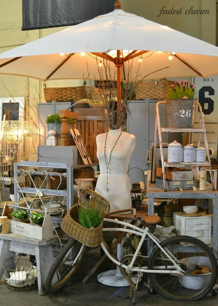 Dealers And Vendors With Booth Es At Antique Malls Shows Inspiration Vintage Displays Ideas Increasi Fair Booths Flea