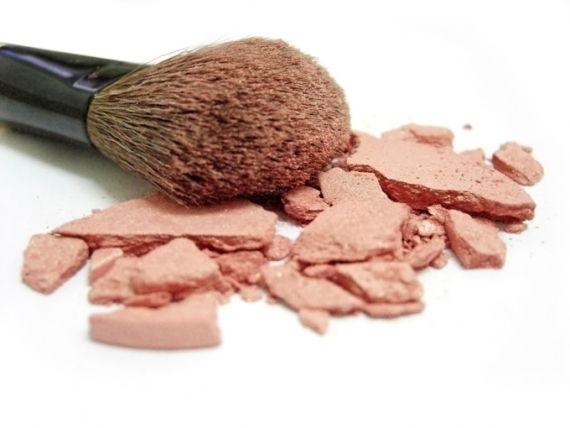 Na hora de escolher a maquiagem é preciso estar atenta para saber se aquela é a cor certa para o seu tom de pele. Agora com a entrada oficial do inverno, o blush volta a reinar absoluto no rosto da mulherada. Afinal, cara pálida não combina com ningu