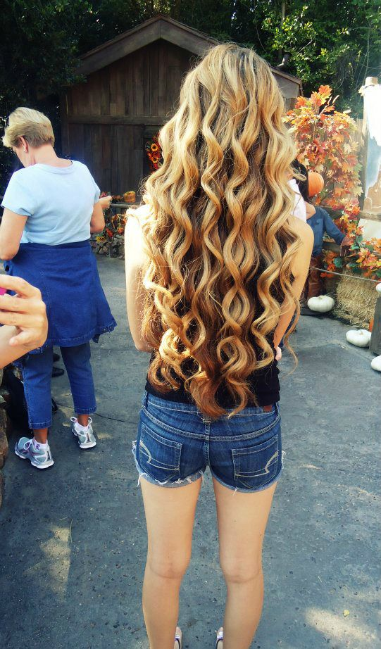 if i could have that much hair... <3 and get it that curly now