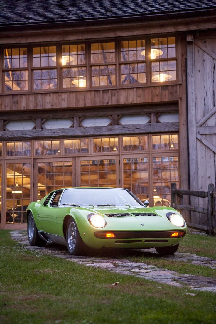 Lamborghini Miura P400S SV specification 1969.  Check out the garage in the background.