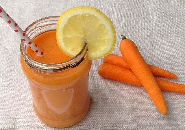Receta zumo depurativo. Manzana, zanahoria, piña y limón.