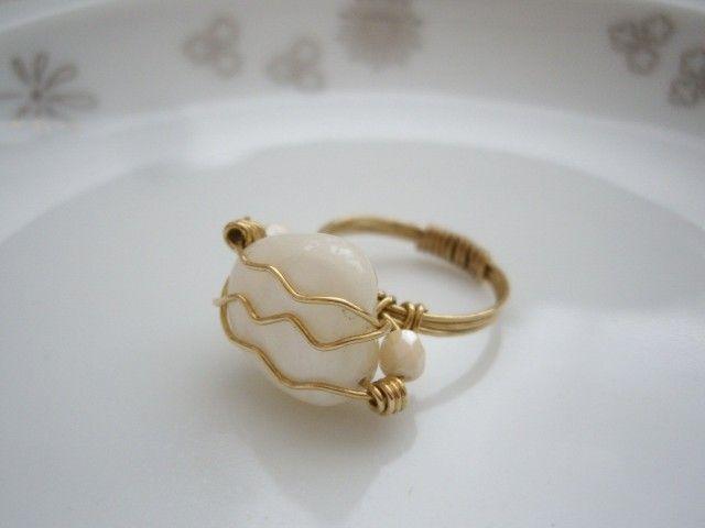 大振りワイヤラップシェルリング ステイトメントリング 真鍮リング サイズ10号 - Yoko's Jewelry