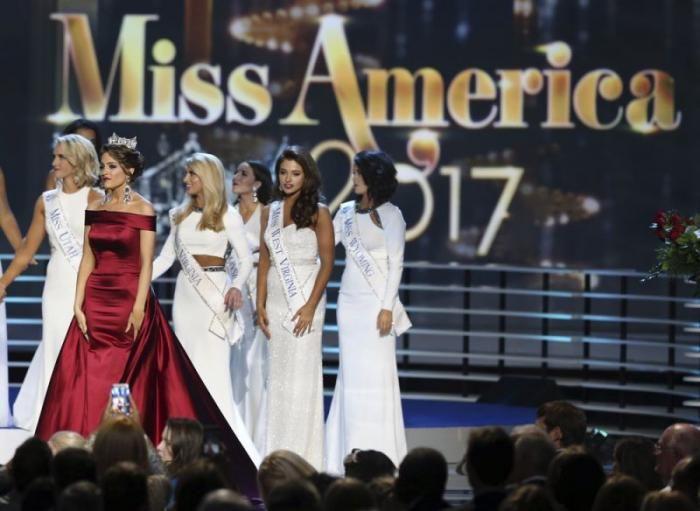 #интересное  Мисс Америка-2017 (11 фото)   11 сентября в Атлантик-Сити, штат Нью-Джерси, прошел 96-й конкурс «Мисс Америка-2017». Победительницей стала 21-летняя «Мисс Арканзас» Севви Шилдс (Savvy Shields), корону ей вручила прошлогодняя финалистка Бетти Кэнтрелл (Betty Cant