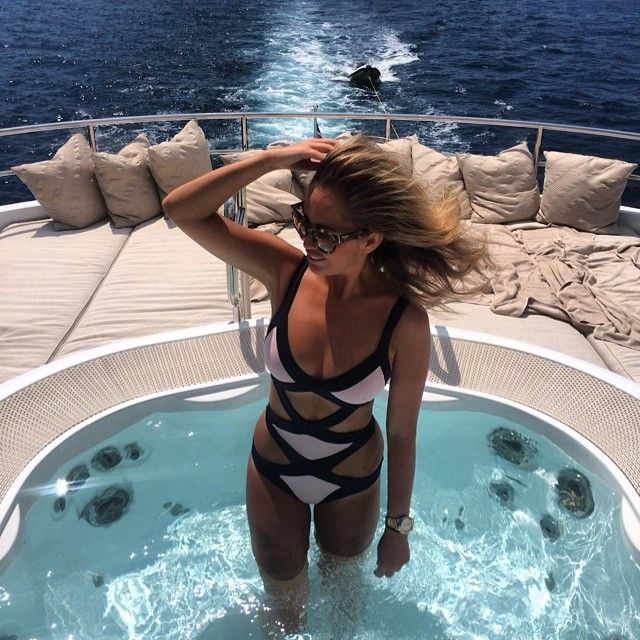 What are the jet setters doing right now? See for yourself: http://jetsetbabe.com/jet-set-peak-summer