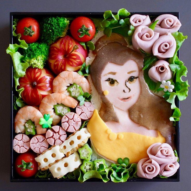 今日は娘の運動会🎶🌈 今年はベルプリンセスのお弁当をリクエストされました👸🍱プリンセスはハムや卵、チーズ、のりなどで作ってるので、全て食べられます😋👍カービングもちょっと入れると、爽やかになりますね〜✨❤️ . . #ข้าวกล่อง  งานกีฬาสีของลูกสาวค่ะ ปีนี้เธอขอ #เบนโตะ เจ้าหญิงเบลล์ จัดไปตามนั้น😍✨ . .  #運動会弁当 #プリンセス #プリンセスベル #タイ料理 #タイ料理教室 #カービング #カービング教室 #フルーツカービング #野菜カービング #フードアート #フードスタイリング #フードコーディネート #お弁当 #おうちごはん #ランチ #運動会 #キャラ弁 #クッキング #クッキングラム #cookingschool #sirikitchen #bento #japaneselunchbox #foodart #carving #fruitcarving #lunchbox #princessbelle