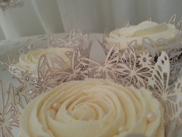 #Ivory and #White #Wedding #Cupcake