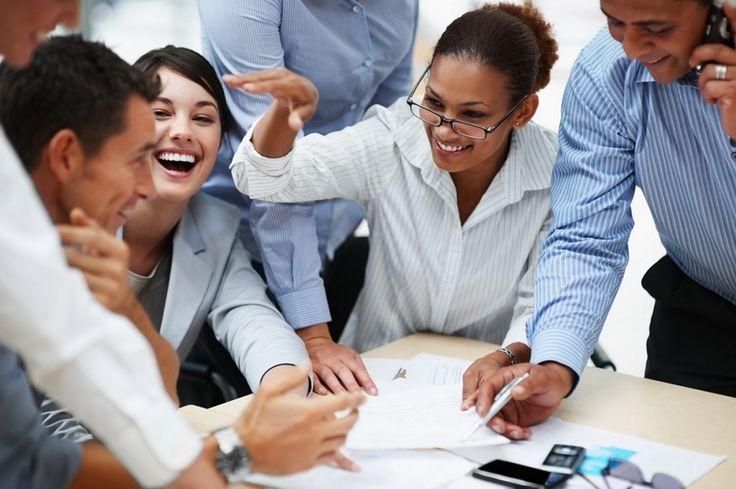 Suasana kerja di kantor makin menyenangkan dan tidak kaku dengan menghadirkan guyonan atau humor di tengah-tengah kesibukan.  #humor #kantor