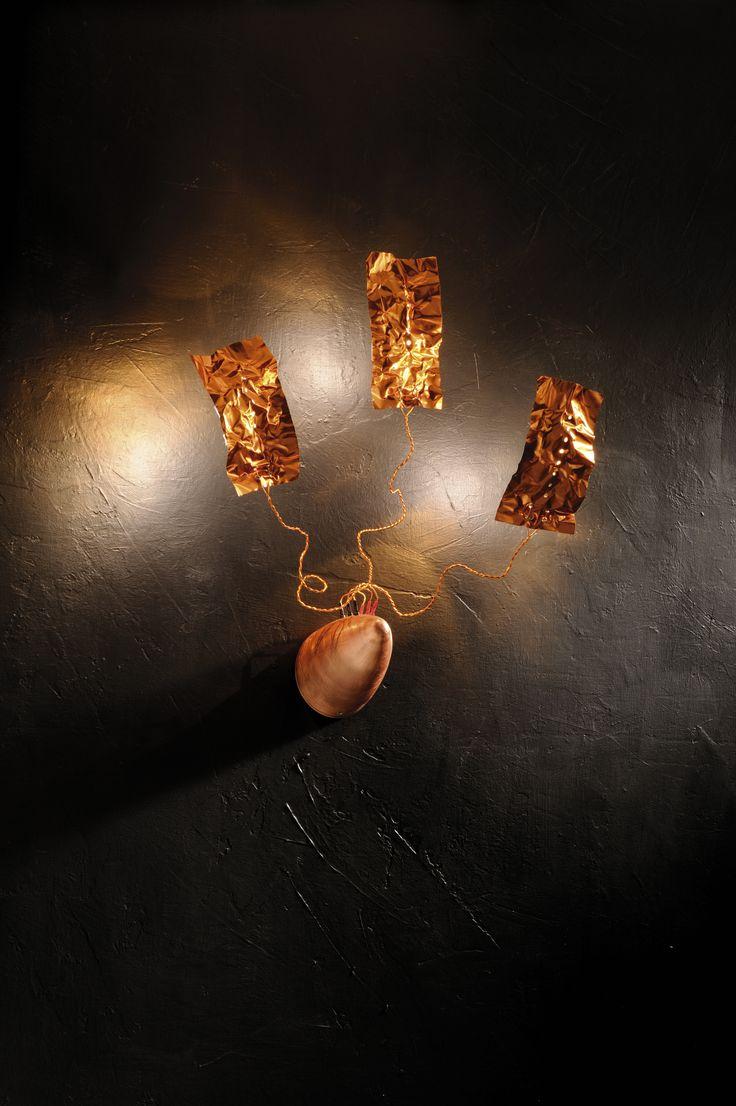 #CAYP. 3x35W max GY6,35 12V 220-240/12V: Cromo cod. 6047 CR Particolarità: Steli in rame isolato e fogli in alluminio ramato da un lato  Lampadina: Alogena bispina  Base: Copper Options: Detail: Insulated copper stems and aluminium leaves on one side Transformer: Electronic within the base Bulb: Double plug-in halogen  Lucifero Iluminazione srl - All Rights Reserved  #UpsetDesign #Lucifero #LuciferoIlluminazione #lamp #lampada #floorlamp #design Crazy Lamp #creative# lamp# design