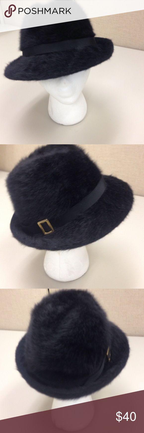 RACHEL KANGOL ANGORA FEDORA HAT Rachel styled fedora. Clean & sharp. Fits. S-M. Long matching angora scarf 66L x 6W Kangol Accessories Hats