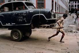 Σήμερα σε διεθνές επίπεδο πάνω από 200 εκατομμύρια παιδιά βρίσκονται υπό καθεστώς δουλείας ενώ κάθε 3 δευτερόλεπτα σε κάποιο σημείο του πλανήτη πεθαίνει ένα παιδί εξαιτίας της φτώχειας, δηλαδή 1.200 παιδιά ανά ώρα!!! Τα στοιχεία αυτά προκύπτουν από την τελευταία ετήσια Έκθεση για την Ανθρώπινη Ανάπτυξη του Οργανισμού Ηνωμένων Εθνών,