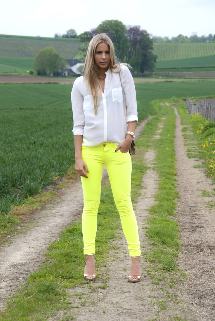 who knew neon yellow pants could work?!
