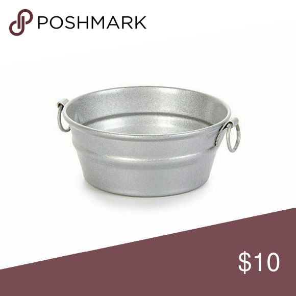 Vintage Miniatures: Mini Metal Wash Tub dollhouse miniatures are quality, small-scale replicas. This mini metal tub is great for vintage themes, laundry room decor, dollhouse picnics and more.  Each miniature metal tub measures 1.75 inches.  One mini metal wash tub per package.  Color: Silver Material: Other Product Type: Dollhouse Accents Shape: Other www.Miniatureandco.com  Other