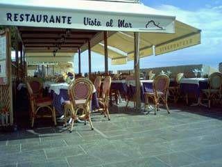 terraza del restaurante vista al mar