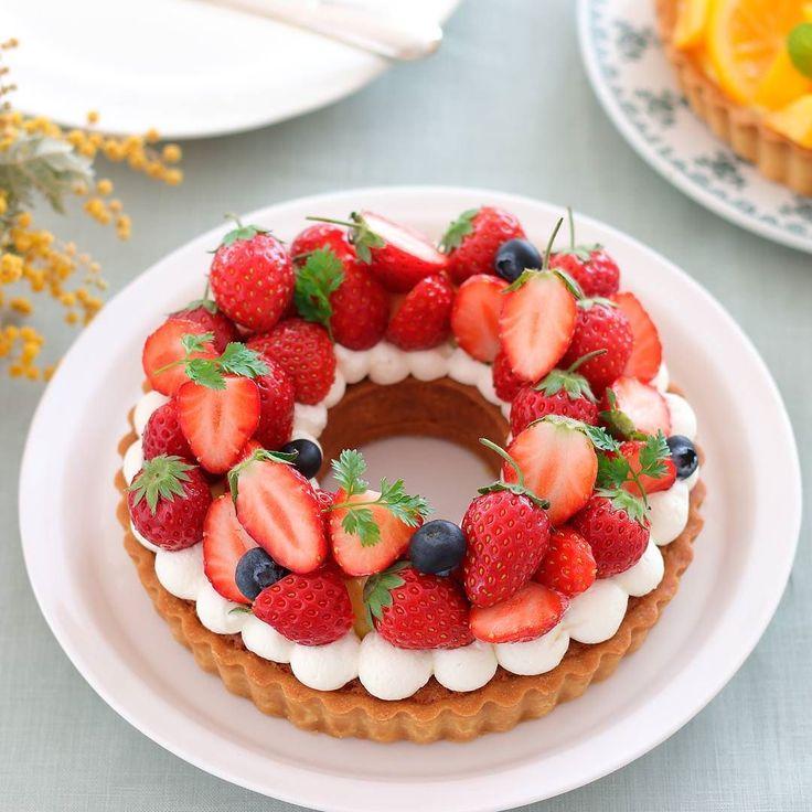 strawberry tart  この間のリースタルト斜めから撮ったバージョン もりもりな感じが伝わるかなぁ  5月ももう終わりだなんて早いですね