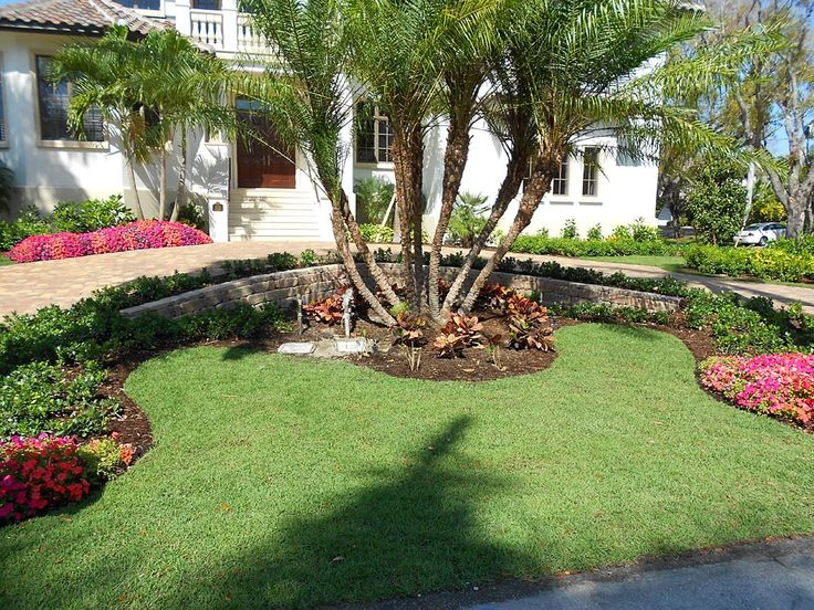 The 25 best circle driveway ideas on pinterest circle for Circular driveway landscaping pictures