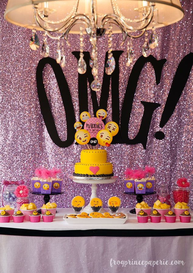 OMG! It's a glam emoji party! Sequins + smiley faces = total match made in heaven.a
