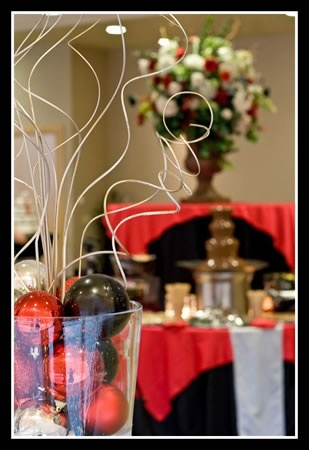 My Gallery: Image we could do this with the hurricane and ballsTwisty Vines, Christmas Banquet, Banquet Ideas, Glass Vase, Glasses Vases, Events Plans