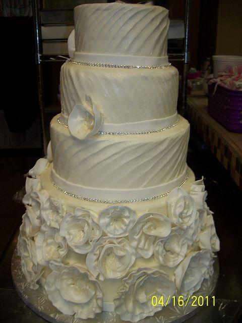 Diagonal pattern Wedding cake