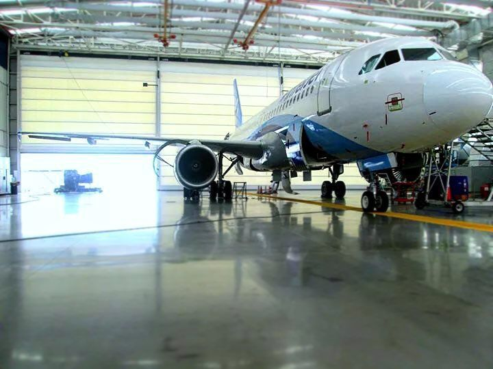 320  #plane #interjet #mexico #toluca #mmto #picoftheday #instagood #loveplanes #airbus #a320 #maintenance #mechanic #road #hangar #ways