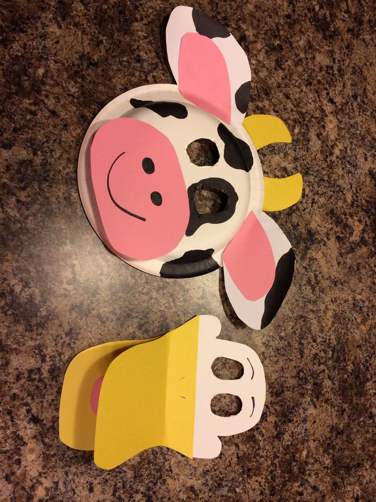 Masks made out of paper plates to go along with the book Click, Clack, Moo Cows That Type by Doreen Cronin.   Materials Needed- paper plates, yellow and pink construction paper, glue, scissors, black marker.