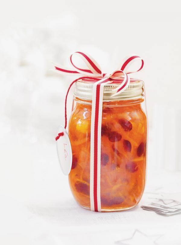 Recette de marmelade d'agrumes et de canneberges. Ingrédients de la recette: oranges, clémentines, citron, canneberges séchées, sucre, jus d'orange.