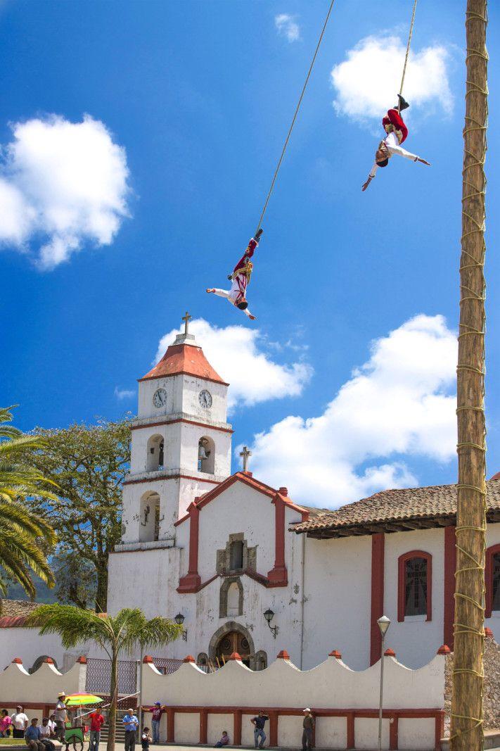 Pahuatlán,ubicado al norte del estado de Puebla es un pueblo mágico que reúne una rica herencia de los asentamientos aztecas, totonacas y otomíes. Descubre más sobre este lugar en http://www.mexicanisimo.com.mx/pahuatlan-puebla/#header