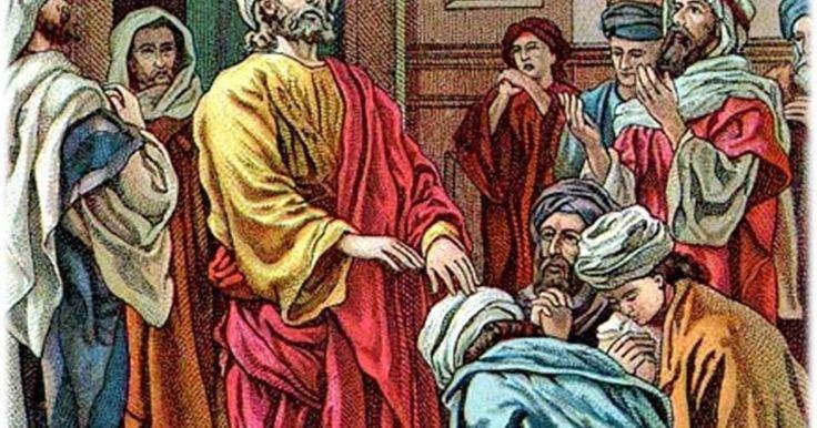 """Colocar las manos en Cruz sobre la cabeza de la persona y decir:    """"Por el poder del Padre, del Hijo,    y del Espíritu Santo,   yo te..."""