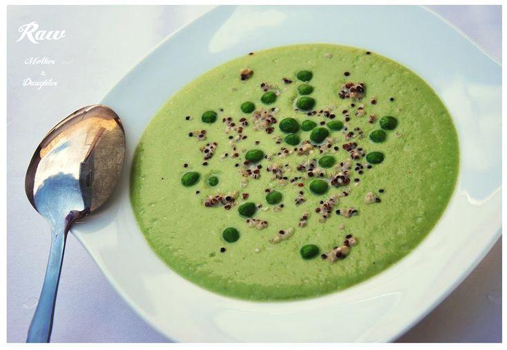Skvelým spôsobom ako využiť mladý hrášok je raw hrachová polievka. Skutočný zeleninový pôžitok.