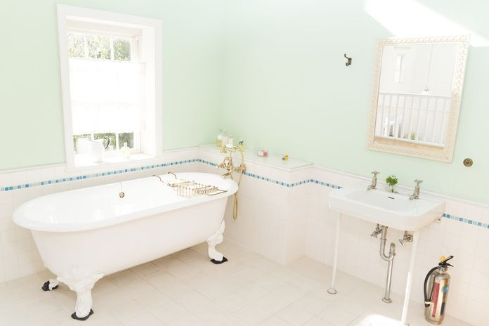 もしかしたら、自宅浴室の壁面にマグネットがつくかもしれません!と言われて信じますか?試しに何かつけてみてください。マグネットが使えるなら今まで何度も落ちて困っていた吸盤も、頻繁に取り外ししたい物にも便利ですね。詳しく取り上げてみます。