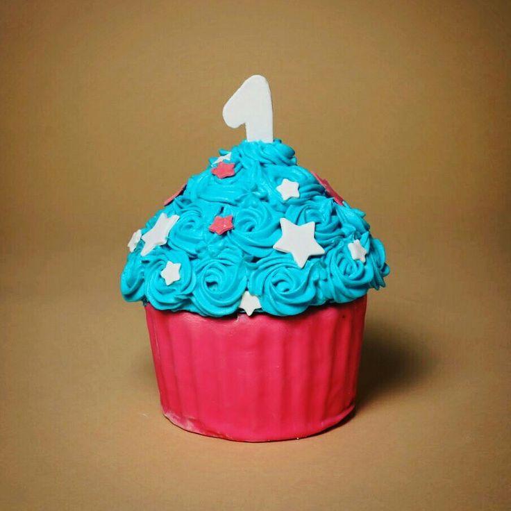 smash cake Giant Cupcake