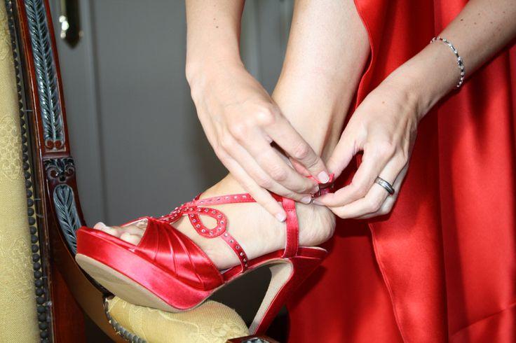 Espectacular iba Gotzone el día de su boda de rojo intenso con el modelo Loreta en el mismo color! http://www.enepe.com/loreta.html