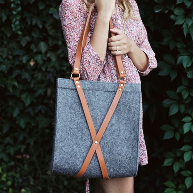 Umhängetasche aus Filz mit Riemen aus Naturleder, Ledertasche / felt shopper bag, leahter bag, fashion made by Moose Design via DaWanda.com