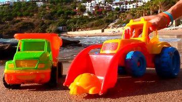 Мультфильмы про рабочие машины на пляже: учимся считать - видео для детей http://video-kid.com/10862-multfilmy-pro-rabochie-mashiny-na-pljazhe-uchimsja-schitat-video-dlja-detei.html  Игрушечные рабочие машины приехали на пляж. Это видео про машинки научит малышей считать до 3х и подскажет родителям, как весело учиться математике на пляже или в любом другом месте, где есть песок, игрушечные машинки, формочки и камни... Сегодня игрушечный Грузовик, грейдер и бетономешалка решили посчитать до…