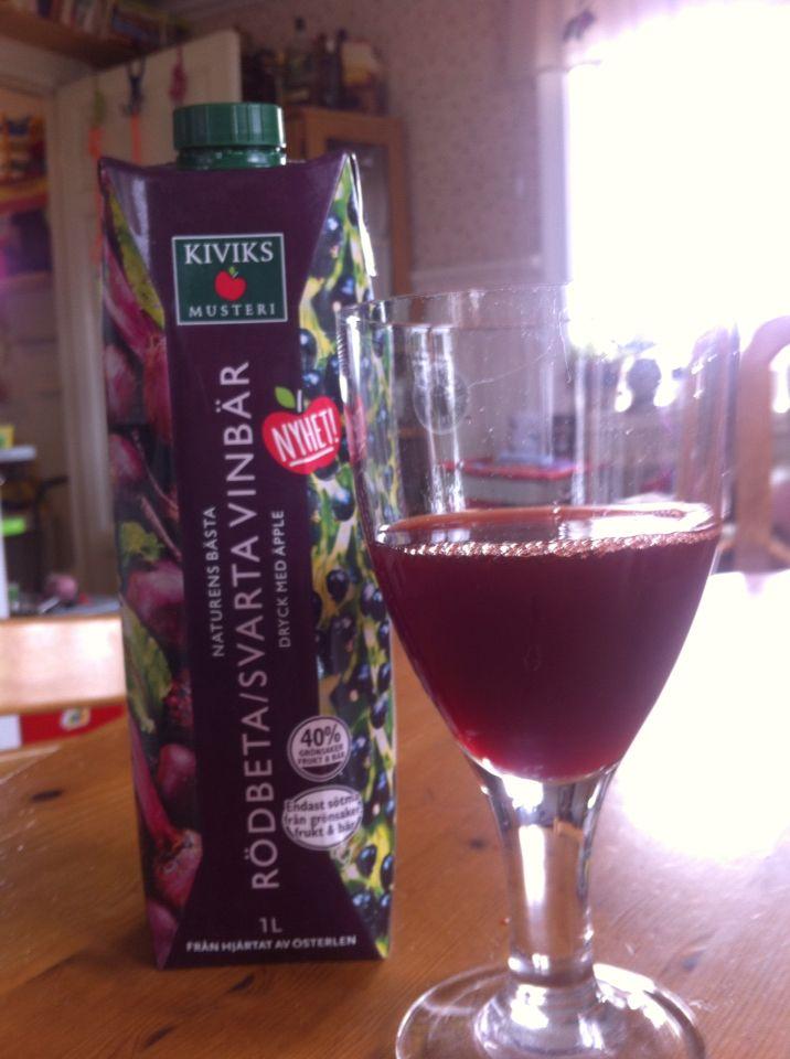 Testat rödbeta svartvinbärsjuice från Kivik som var jättegott. #smartson #kiviksmusteri #naturensbastarodbeta