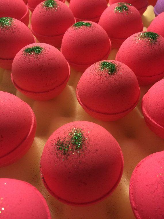 25+ parasta ideaa: Christmas Bath Bombs Pinterestissä