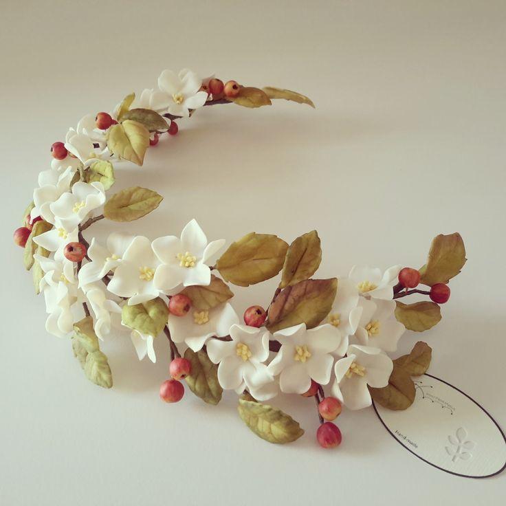 Comenzamos con las nuevas semicoronas para la temporada (2015-2016)       Semicoronas de flores blancas y mini manzanas.
