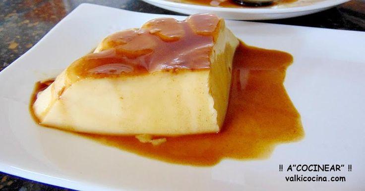 No necesitas encender el horno para preparar este flan del blog A COCINEAR. Y, además, está buenísimo por el toque a mango que tiene.
