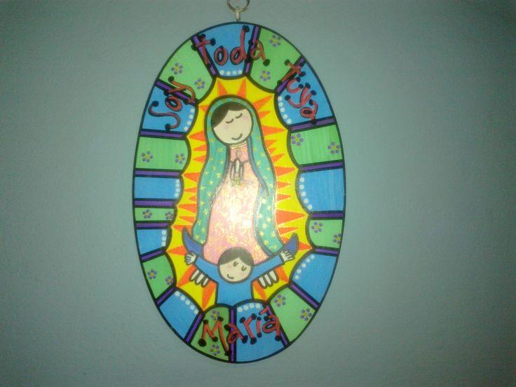 Virgencita pintada en retablo de madera