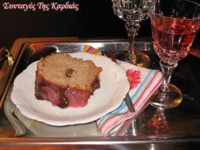 ΣΥΝΤΑΓΕΣ ΤΗΣ ΚΑΡΔΙΑΣ: Φραουλένιο κέικ γεμιστό με σοκολάτα