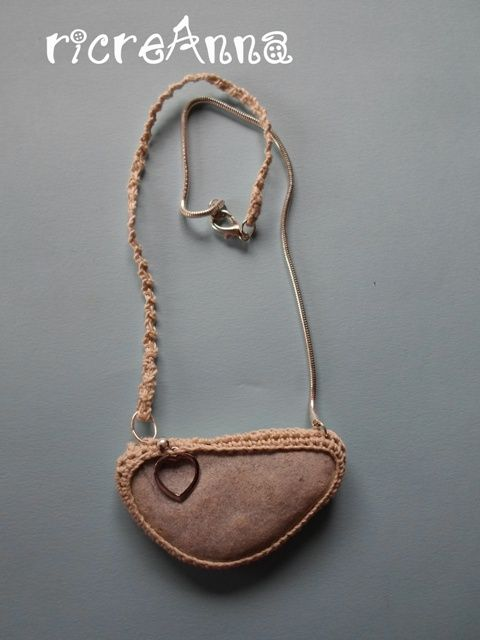 collana sasso di mare+charm a cuore+catenina spighetta rumena in lino e acciao http://ricreanna.wordpress.com/2013/07/31/collane-sassi-e-charms/
