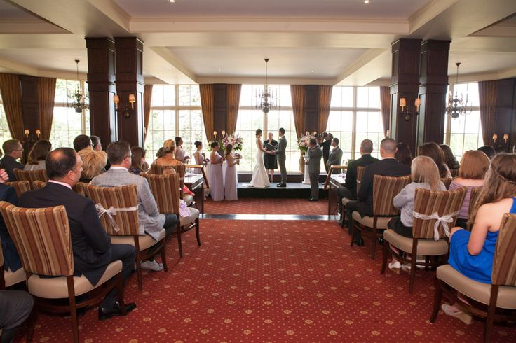Indoor ceremony at St George's Golf and Country Club, Etobicoke, ON. Photo: www.eyecontact.ca
