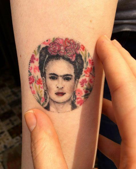 Frida Kahlo by Eva Krbdk