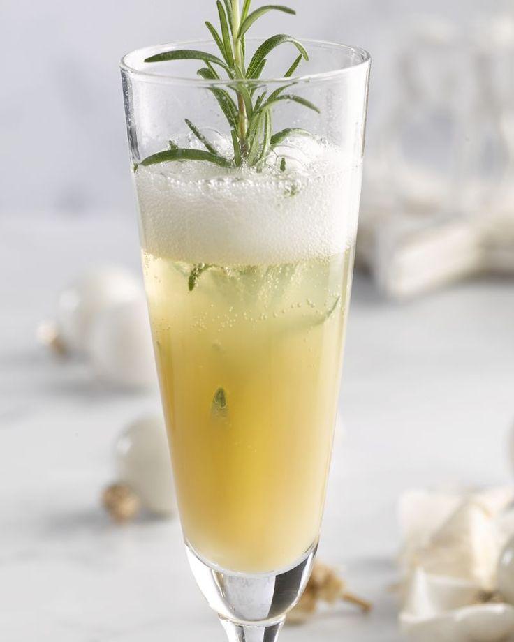 Een variatie op de klassieke bellini met perzik. Serveer in een ijsgekoeld glas.