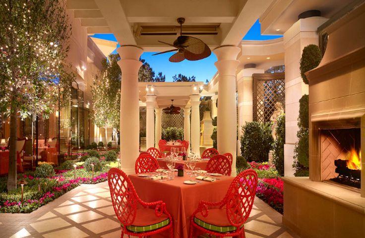 Sinatra wynn incredible restaurants restaurant for Wynn hotel decor