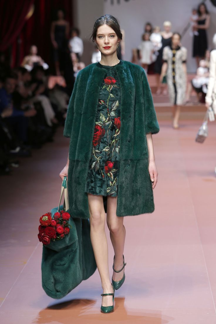 dolce-and-gabbana-winter-2016-women-fashion-show-runway-11
