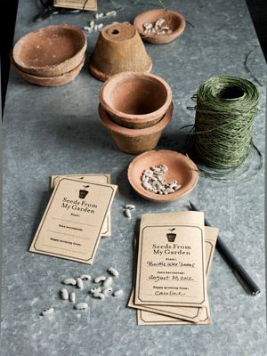 Make customized seed packets with our free printable template! A great gift for the gardener.