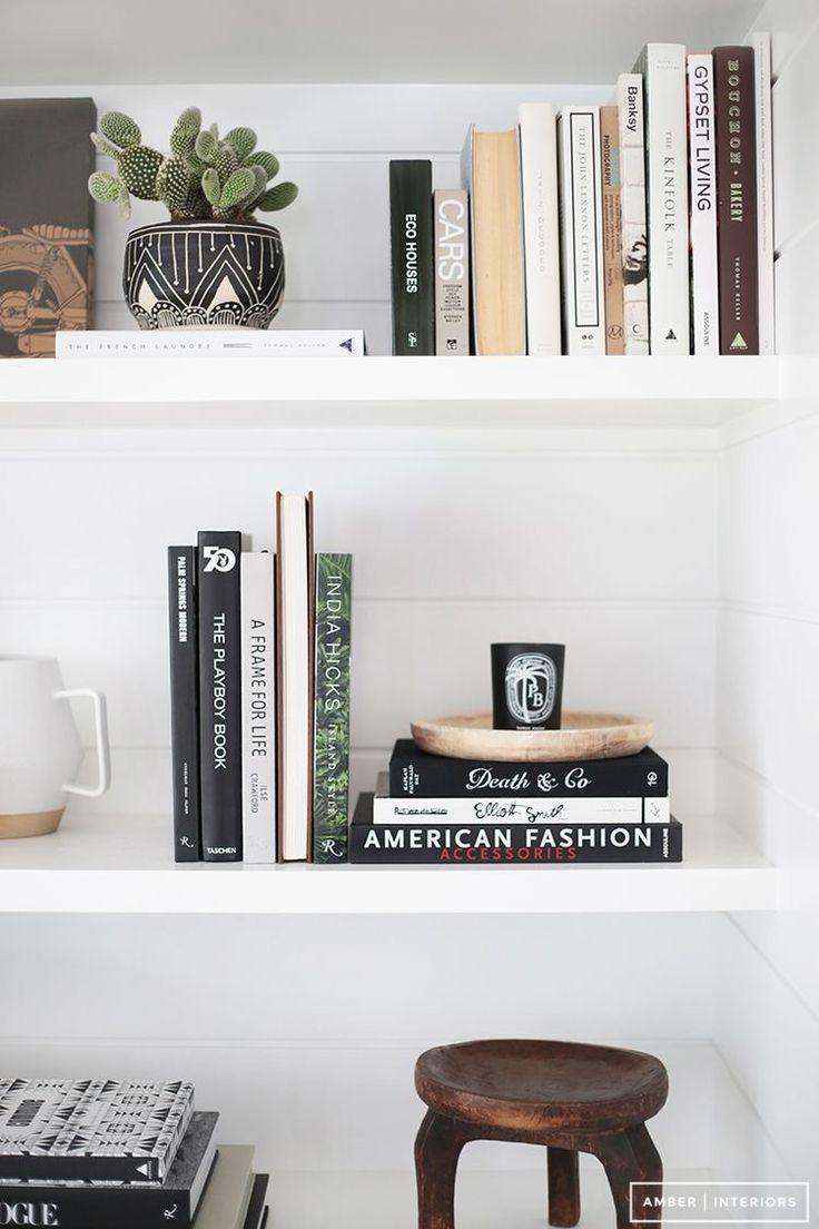 Minimalist Kitap Rafı Düzenleme, minimalist duvar rafı düzenleme, raf düzenleme, minimalist ev dekorasyonu